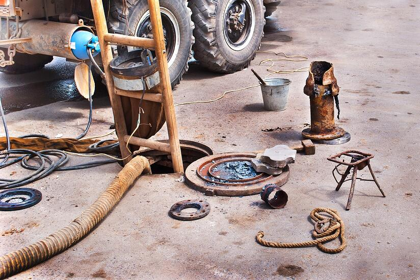 handle_broken_sewage_pipe