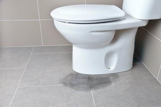toilet-leaking-at-base